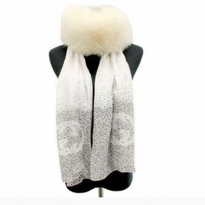 AUTHENTICATED  Gucci silk & fox fur scarf